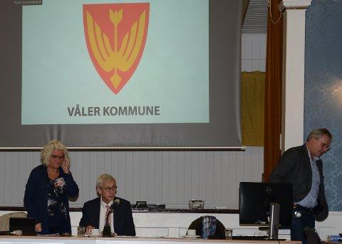 SPENT VENTETID: Ordfører Ola Cato Lie og varaordfører Maj-Liss Sæterdaken  venter spent på utvikling og konklusjon.