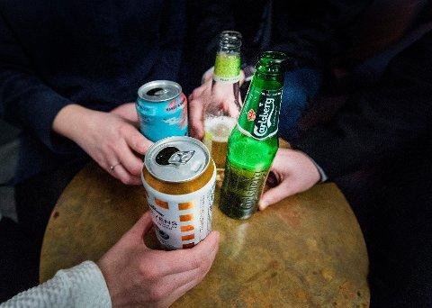 En studie utført av Folkehelseinstituttet viser at 1 av 10 arbeidstakere opplever drikkepress i jobbsammenheng.