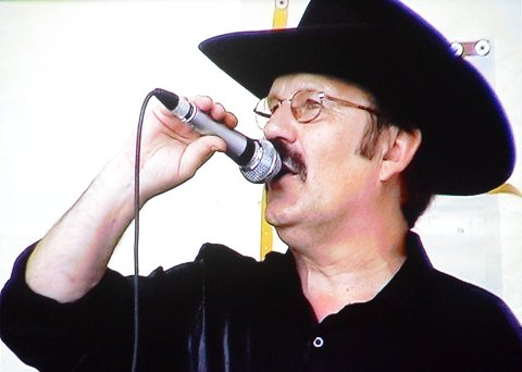PÅ SCENEN: Håkon Banken stortrivdes på scenen under konserten i 2004. Det var ikke alltid han sa ja takk til sceneopptredener.