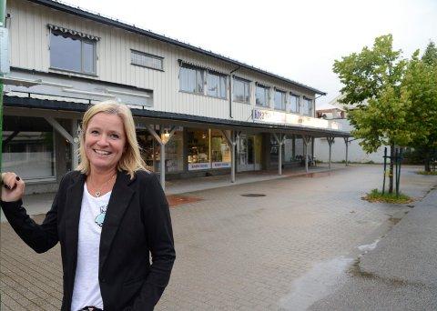 VEMODIG: – Det er ikke med lett hjerte jeg selger, men det passer at det skjer nå, sier eier Lena Fallås Bjørnebye.