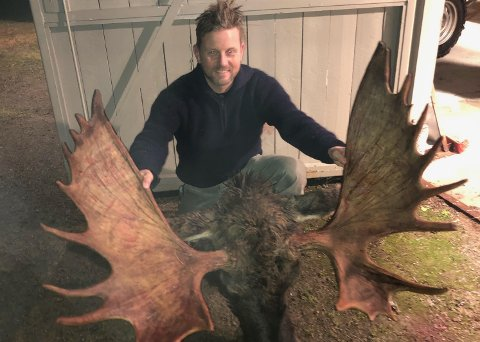 SIN FØRSTE: Storoksen på første elgjakt, er greit. Ole Kristian Næsheim med en 23-tagger.
