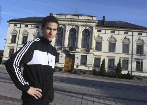 Sponsorjakt: Den lovende bokseren Adrian Tobias Haug (18) fra Bjørntvedt er for tiden på jakt etter sponsorer som vil støtte han, slik at han kan satse hundre prosent på idretten.