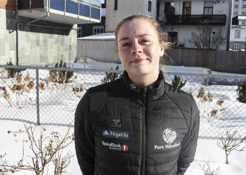 Oda Olsen fra Kragerø har ikke kunnet spille håndballkamper for Pors før de siste tre ukene, men har likevel bidratt for fullt på andre områder.