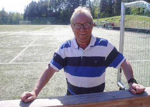 Venstreback: Jørn Skogen (66) har gode minner fra lokaloppgjøret mellom Urædd og Pors 14. mai 1976. Hjemmelaget vant 2–0 på Urædd stadion, der det i dag er parkeringsplass.