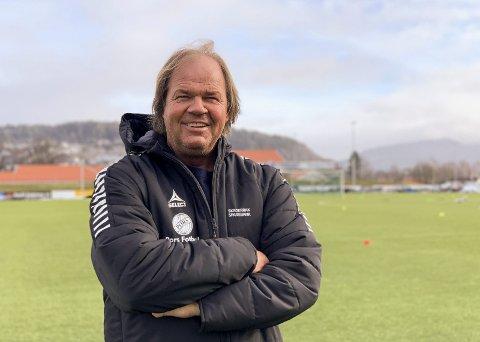 Pors: Materialforvalter Morten Eriksen håper at fotballhverdagen inntar Pors stadion i løpet av våren. Han lengter etter kamper og det vanlige livet uten korona.