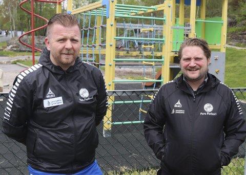 SAMMEN IGJEN: Morten Andersen og Kyrre Jansen har funnet sammen som trenerduo for G19-lag på Vestsida igjen. Nå er det breddelaget de to kompisene skal sørge for har det sosialt og moro med i Pors.