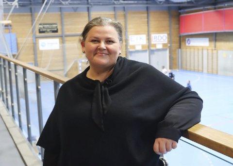 FØDT INN I PORS: Katharina Walnum er valgt til ny leder Pors håndball. Hun sier selv hun er født med blått blod i årene, selv om hun bor i Sundjordetgata. Hun er allerede godt i gang med lederjobben, bare et par uker etter årsmøtet.