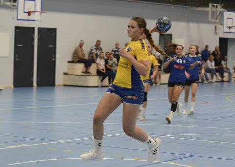 Historisk: Annette Kaalstad ble historisk torsdag. Her scorer hun det første målet i den nye hallen på Grasmyr. Bamble spilte første runde i NM for Kvinner mot Tønsberg Turn, og Anette laget 1–0 til hjemmelaget før det var spilt to minutter. Bamble vant komfortabelt 35–18 til slutt.
