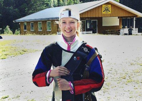 BESTE SKYTTER: Kine Saksæther Andersen ble beste Degernes-skytter i landsdelsmesterskapet for Viken II i feltskyting.Foto: Privat