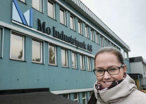 Tonje Nermark (32) gir seg som leder for strategisk kommunikasjon og samfunnskontakt i Mo Industripark AS.