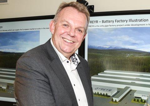 Styreleder Torstein Dale Sjøtveit i Freyr AS er glad for at selskapet har en gyldig tillatelsen til å sette opp ei målemast oppå Sjonfjellet, selv om klagebehandlingen ikke er ferdig.