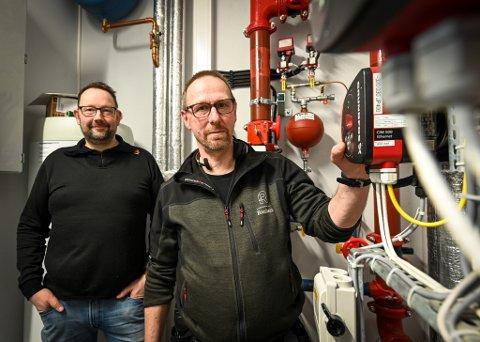Jarl Stian Johansson (t.v) og Hugo Larsen i Eiendomsselskapet Ranheim har begge i godt voksen alder tatt fagbrev i byggdrifterfaget.