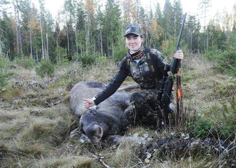 EN MILEPÆL ER NÅDD: Oda Lagmandsveen (20) har vært med på jakt siden hun var liten. Onsdag skjøt hun sin første elg.