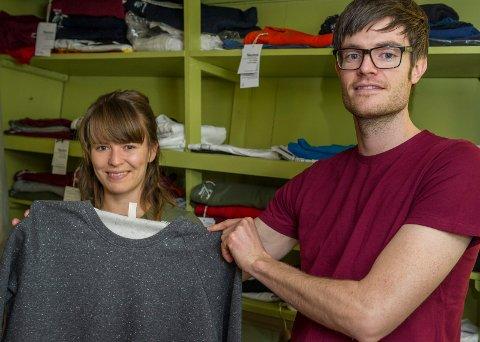 Emily Moren og Anders Gire Dahl har startet nettbutikken grontskift.no med base på Nakkerud.
