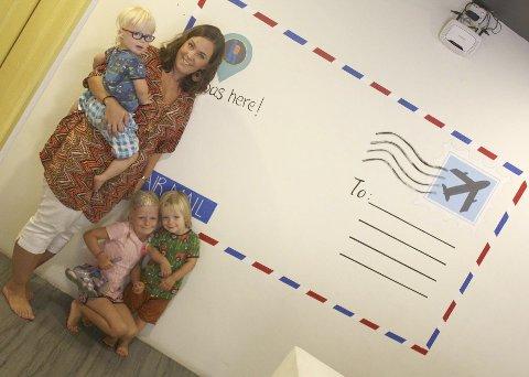 Hilsen mari: Mari Persson med Herman, Synne og Anton sender jule- og nyttårshilsener fra Thailand.Foto: Steffen Waaler Sandnes