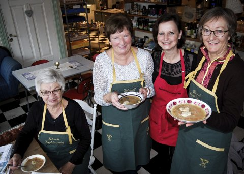 SAMARBEID: Inger Johanne Christensen (f.v.), Anne Marie Smedsrud, Stina Wiker og Ingvild Sandholt håper den tradisjonelle grønnsakssuppa kan få ny popularitet.
