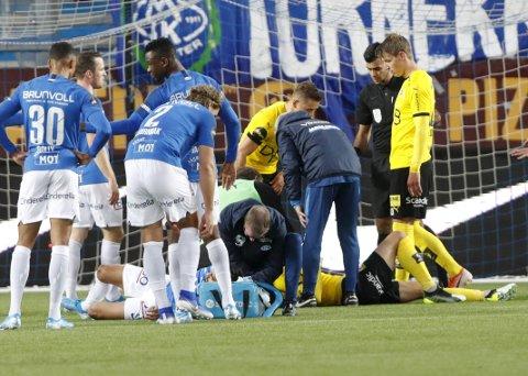 Slått ut: Daniel Pedersen (liggende) pådro seg hjernerystelse i Molde og er usikker mot Bodø/Glimt. Foto: NTB scanpix
