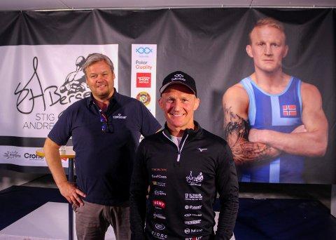 SATSER PÅ LAGERET: Stig André Berge går for fullt inn for OL i Tokyo neste år. Svein Strømberg har gjort det hele mulig ved å stille lageret sitt i Rælingen til bryternes disposisjon.