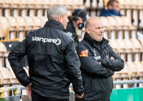 BYTTER PÅ LAGET: LSK-trener Geir Bakke (t.v.), her sammen med assistenttrener Petter Myhre, vil gjøre tre endringer på laget før Odd-kampen.