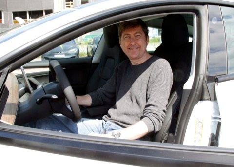 GLEDER SEG: Noe av det første Kjell Kristensen skal gjøre med sin nye bil, er å dra på langtur. Foto: Morten Abrahamsen / NTB Foto: NTB Tema