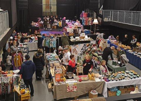 VARIERT: Rekordmange bord og aktører sørget for stor variasjon i produktene på fjorårets julemarked.