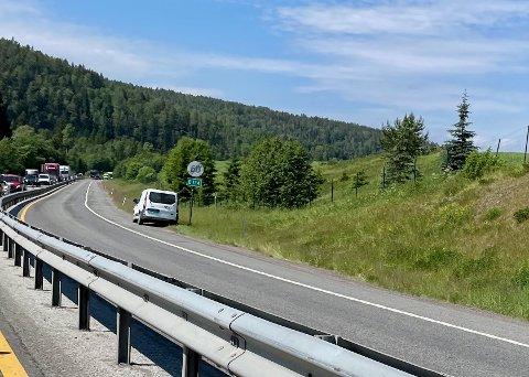 KØ: det har vært mye kø av biler på E134 de siste dagene. Av ulike årsaker.