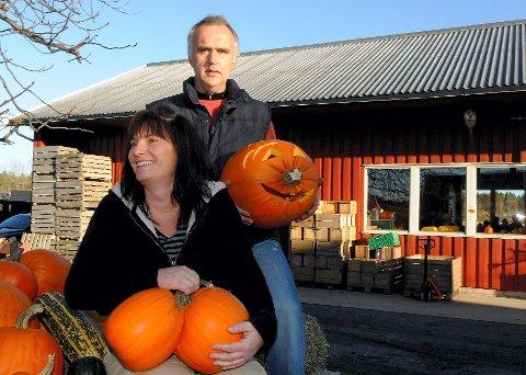 Agnar og Anita Lund feirer gresskaret på Nordre Bergan gård.