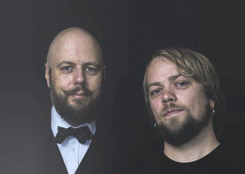 Debatt om tro: Stian Kilde Aarebrot (til høyre) og Didrik Søderlind har funnet hverandre i vennskapet, men ikke i troen. Pressebilde