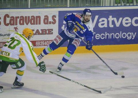 TRENER IGJEN: Christopher Henriksen er på isen og trener igjen og han vil bli testet før kampen mot Frisk om det blir spill. Foto Thomas Andersen