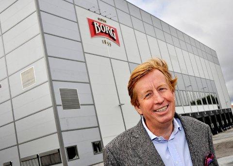 INVESTERER: Hansa Borg har foretatt betydelige investeringer de siste årene. Her er administrerende direktør Lars Midtgaard utenfor det nye lageret på Kurland.