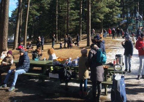 God over 100 persone, barn som voksne, tok turen til Landeparken skjærtorsdag for å delta på aktivitetsdagen som partiet Rødt arrangerte. Arrangementet var så vellykket at partiet håper å gjenta arrangementet også i framtiden.