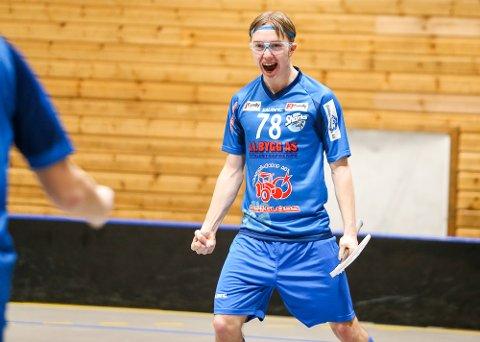 TOMÅLSSCORER: Imre Ødegård-Risbakken scoret to mål i Sarpsborgs 9-3-seier mot Sandnes. Her jubler 17-åringen etter å ha satt inn 2-1 for sarpingene.