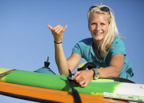 Windsurfer: Som profesjonell windsurfer fra Tomter, følger Oda Johanne Stokstad Brødholt vinden og bølgene verden over. De få dagene i året hun er hjemme, er hun enten på Tomter hvor hun er oppvokst eller i leiligheten i Oslo med kjæresten. Begge foto: Privat