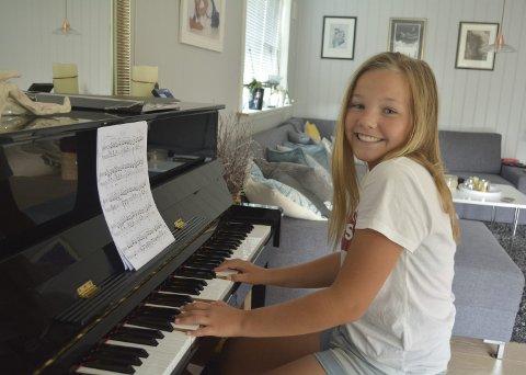 Talent: Frida Lieberg Christoffersen (15) har tilbrakt timevis foran dette pianoet hjemme i stua.