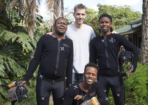 Stor PRoduksjon: Hoblingen Roger Gihlemoen samarbeidet med skuespillere fra Kenya og Tanzania da han spilte inn den bibelhistoriske tegnefilmserien. Foto: Privat
