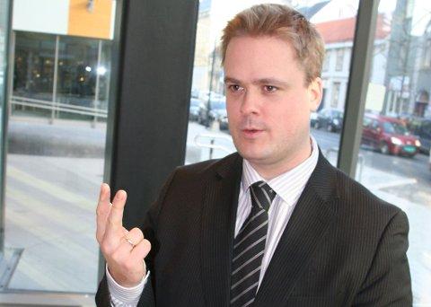 - Det er en sunn trend at enda flere vil prioritere sparing og nedbetaling av gjeld fremfor forbruk, sier privatøkonom Endre Jo Reite i Sparebanken 1 SMN. (Sparebanken 1 SMN)