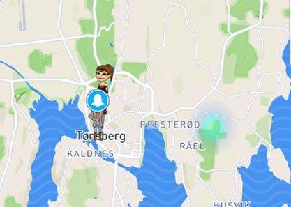NY OPPDATERING: Snapchat har fått en ny funksjon, der den blå-grønne flekken til høyre på kartet markerer offentlige My Storyer. Har du husket å skru på private innstillinger? Foto: Julia Horn