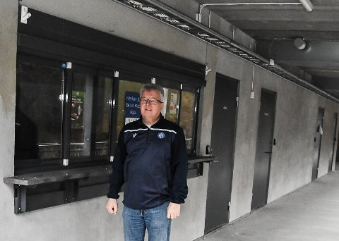 SALG: Per Arne Hansen sier at denne kiosken skal bygges om til utsalg for sportsutstyr og fritidsklær.