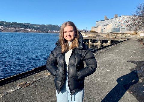 RUSS 2021: Marit Forsberg Dahle (18) er russepresident for årets russekull ved Notodden videregående skole. Hun sier den usikre hverdagen er en utfordring for årets russ, men lover å gjøre sitt for at også årets feiring skal bli bra.