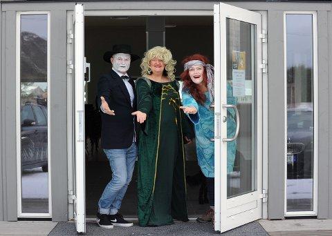 Trioen Bjørn, Åse og Guri håper mange finner veien til Kårvåghallen, som åpner dørene klokken 1800. De lover høy operafaktor.