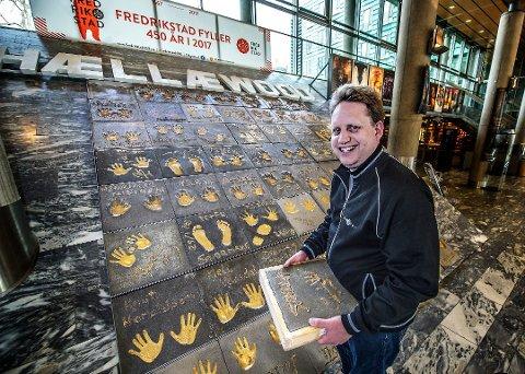 ØNSKER VELKOMMEN: Kinosjef Jørgen Sødergberg Jansen ønsker alle velkommen, men håper de som skal se Annabelle 2 og andre skrekkfilmer på Fredrikstad kino i fremtiden tar hensyn til de andre i kinosalen og behersker seg når det blir for skummelt.