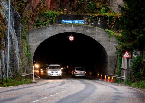 NATTESTENGT: Slottsfjelltunnelen i Tønsberg må holde nattestengt denne uken. Stengingen blir på totalt 45 timer.