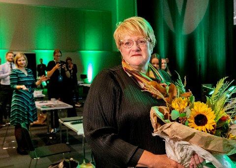 TOK FARVEL: Trine Skei Grande etter sin avskjedstale under landsmøtet til Venstre på Gardermoen. Bak henne skimtes Guri Melby og Sveinung Rotevatn.