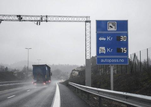 Øker prisene: prisjusteringen på bompengesatsene mellom Tvedestrand og Arendal her i henhold til konsumprisindeksen, skriver bompengeselskapet Ferde i sin informasjon. Arkivfoto