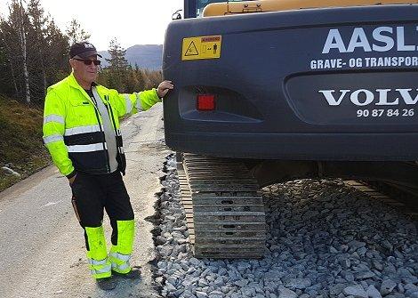 Vegen som er att, er smal, men trafikkavviklinga har gått greitt,  opplyser Jon Kvikstadhagen