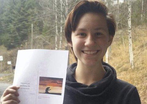 Alvorlig tema: Stefanie Margrete Stein er bare 14 år, men har ei formidlingsevne utenom det vanlige. Hun har skrevet ei historie som er sendt et forlag av kontaktlæreren. FOTO: Liv Gjertrud Telstø