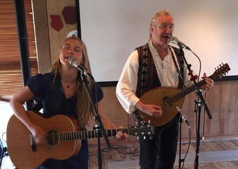 "Lars Skattebu og Caroline Synvis skal urfremføre ""Midtre Syndin Honky Tonk""."