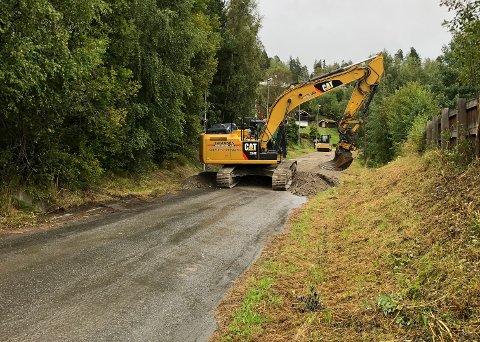 Rehabilitering: Valdresvegen mellom Fagernes og Leira er blitt anleggsområde om dagen. Grunnen er at Nord-Aurdal kommune har besluttet at vegen skal heves og få ny asfalt.