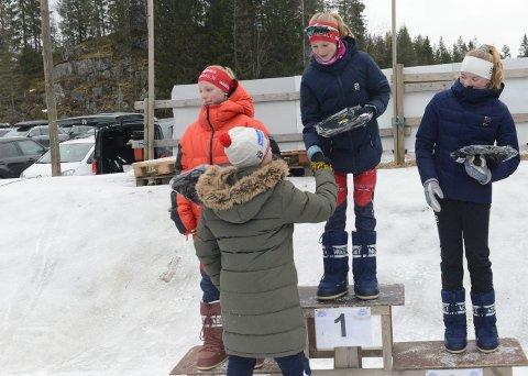 JENTER 13 år: Oda Skari på toppen, mens Eline Skaar (t.v.) sikret dobbeltseier til NIL. Til Høyre Marte Dolven fra Asker.