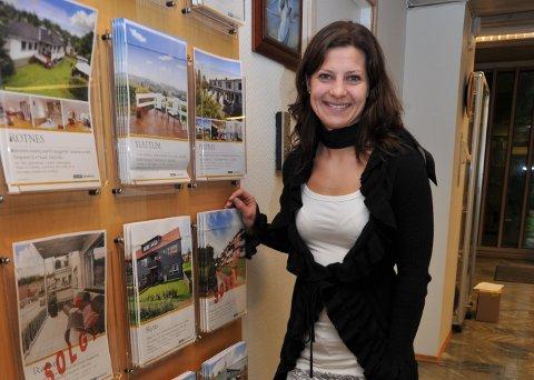 HAR FORTSATT VISNINGER: Tone Benno hos Eiendomsmegler 1 opplyser at de inntil videre vil fortsette med boligvisninger i Nittedal, men at denne virksomheten vurderes kontinuerlig.